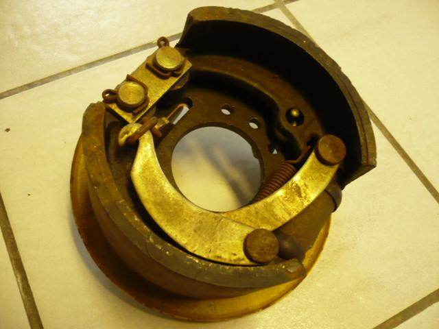 Brake shoes + brake cylinder + Connection brake line for VEB Takraf VTA DFG 1002 N forklift