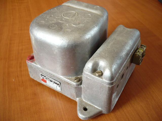 Regulator, alternator VEB Robur ZT Fortschritt IFA W50 L60 NVA DDR 12V VEM 8102