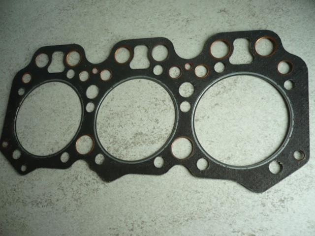 Cylinder head gasket Kautasit 3VD / 1 head screw VTA Takraf forklift DFG3202