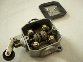 Bernstein Robotron DDR roller lever limit switch contact system contact limit violation GWÜ 1H VEB